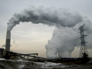 Pollution from a coal-fired power plan. Credit: ribarnica/flickr